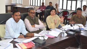 विभागीय समीक्षात्मक बैठक आयोजित  अधिकारी योजनाओं के मकसद को साकार करें – सांसद हरिओम सिंह