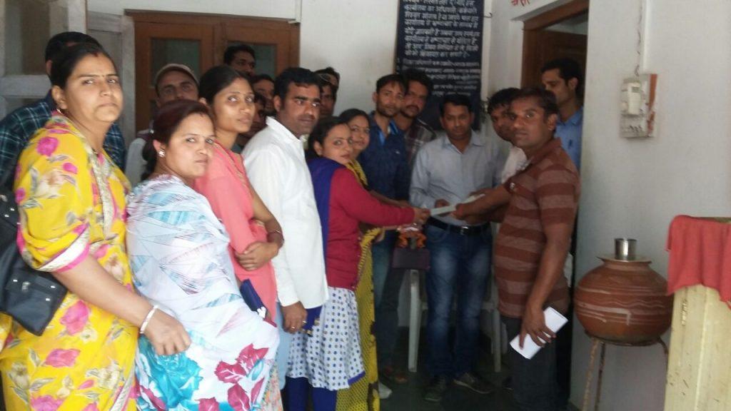 विद्यार्थी मित्रों ने सौंपा मुख्यमंत्री के नाम ज्ञापन