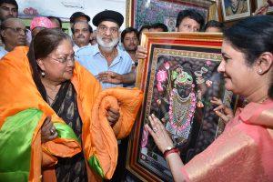 मुख्यमंत्री राजे ने किए प्रभु श्रीनाथजी के दर्शन ~  डॉ जोशी की माता के निधन पर संवेदना व्यक्त की