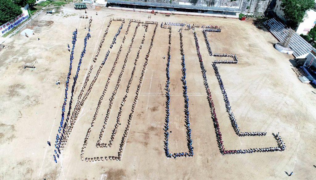 राजसमन्द के नवाचार ने गुंजाया अनिवार्य मतदान का पैगाम हजारों छात्र-छात्राओं ने किया 'वोट लहर' का सृजन जिला कलक्टर ने किया मतदाता जागरुकता के लिए समर्पित भागीदारी का आह्वान