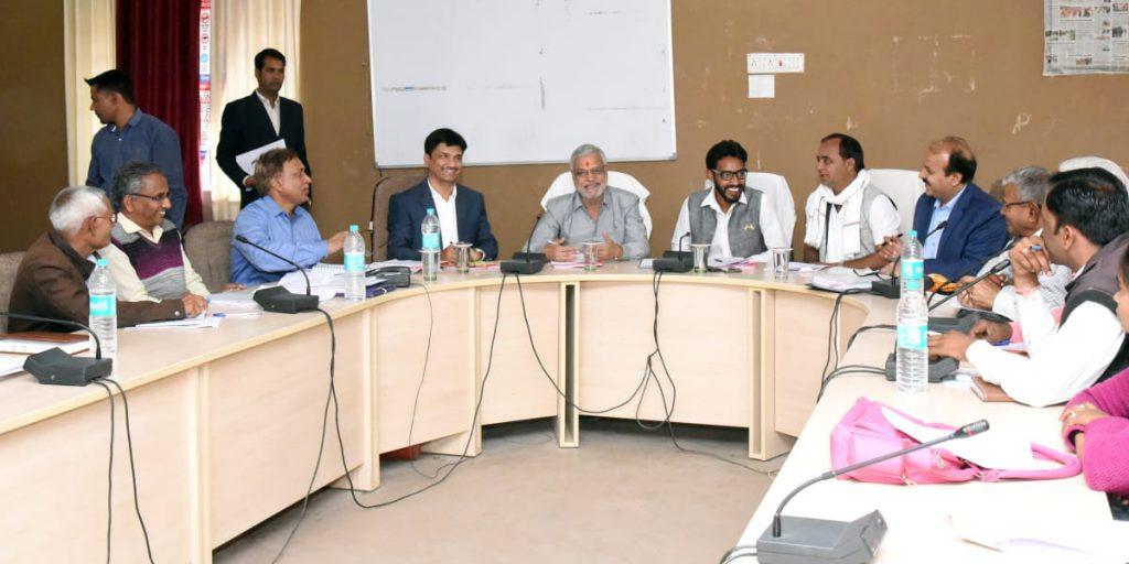 योजनाओं के प्रभावी क्रियान्वयन से ग्रामीण विकास का सुनहरा मंज़र दर्शाएं -डॉ. जोशी