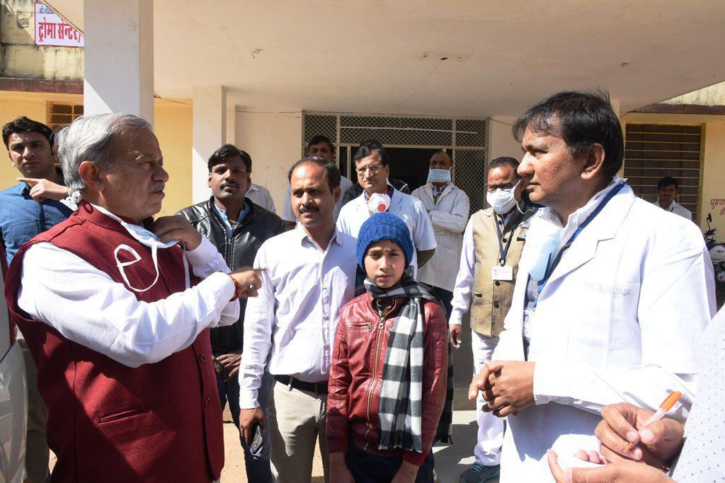 चिकित्सा राज्यमंत्री ने नाथद्वारा चिकित्सालय का किया औचक निरीक्षण