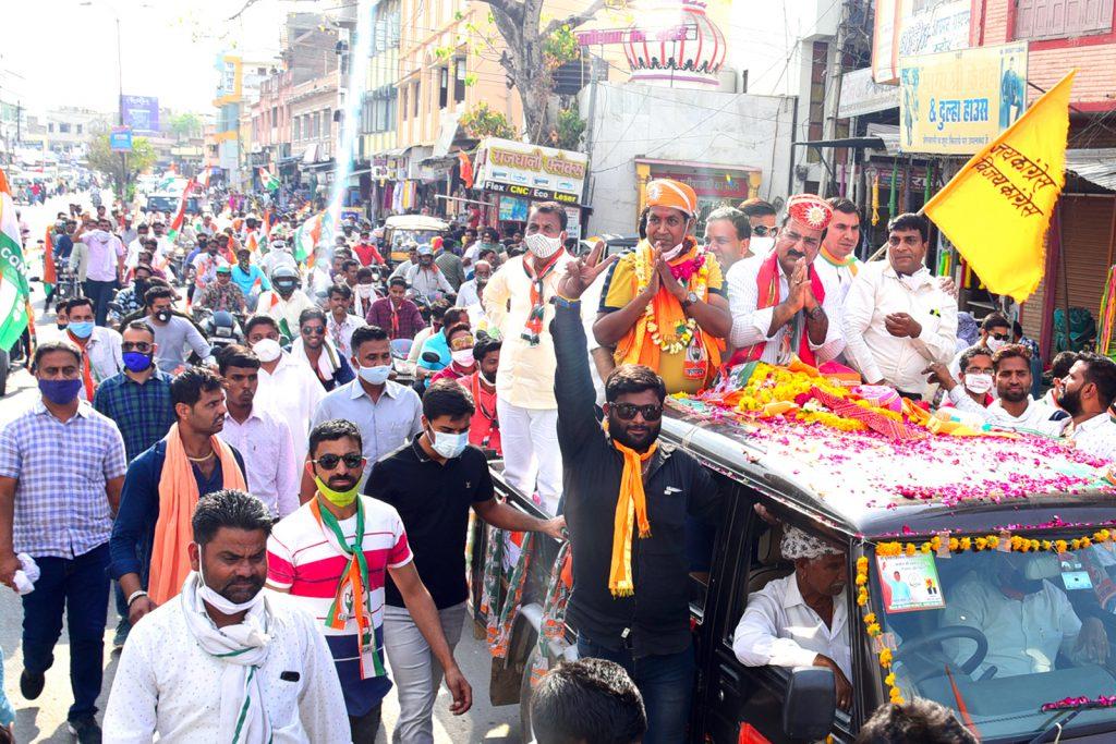 कांग्रेस प्रत्याशी बोहरा के समर्थन हेतु रैली में शामिल हुए मंत्री व कांग्रेसी नेता