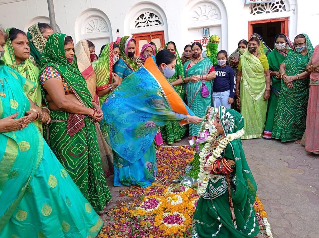 सांसद दीयाकुमारी ने श्रीद्वारिकाधीशजी के दर्शन कर गणगौर की पूजा की