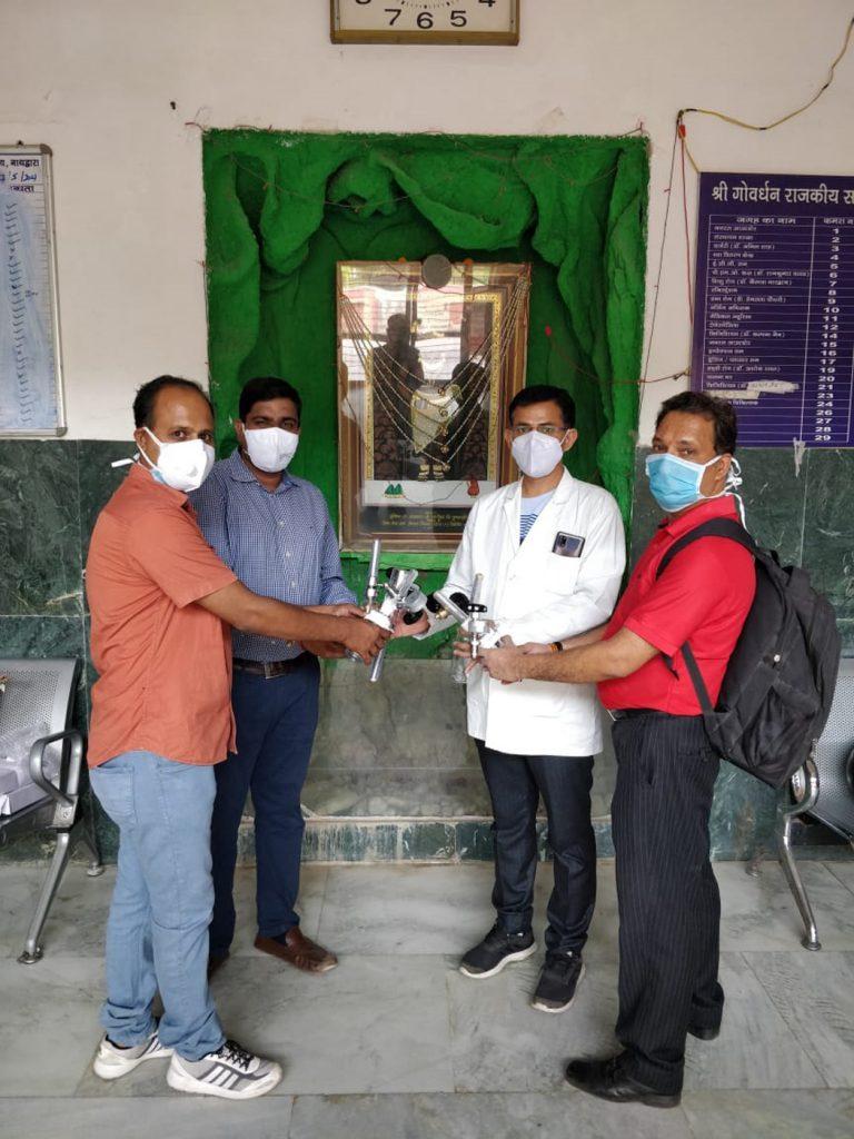 नाथद्वारा चिकित्सालय में ऑक्सीजन सिलेंडर के पांच रेगुलेटर भेंट